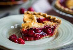 Najlakši recept za američku pitu s višnjama Best Cherry Pie Recipe, Homemade Cherry Pies, Pie Crust From Scratch, How To Make Pie, Candy Cakes, Roasted Almonds, Relleno, Pie Recipes, Nutella