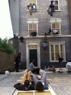 Dalston house, una casa para escalarla sin miedo a caerse