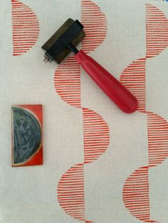 fabric stamping Making Friday: Block Printing mega version Stamp Printing, Screen Printing, Diy Printing, Motifs Aztèques, Gravure Illustration, Stamp Carving, Fabric Stamping, Handmade Stamps, Form Design