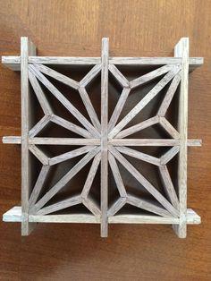 Asanoha Kumiko pattern - Decor With Wood Japanese Woodworking Tools, Fine Woodworking, Woodworking Projects, Craft Stick Crafts, Wood Crafts, Flower Window, Small Wood Projects, Iron Furniture, Screen Design