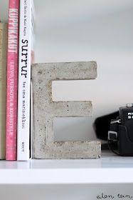 Betonnen letters van kartonnen mallen (te koop bij Xenos)