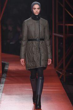 Hunter Original Fall 2015 Ready-to-Wear Fashion Show Runway Fashion, Fashion Show, Fashion Design, Fashion Trends, The New Classic, Masculine Style, Hunter Original, Fall Winter 2015, Catwalk
