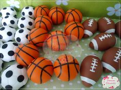Apliques em biscuit. São bolas de basquete e futebol americano. Tam- Bola de basquete,baseball e tênis tem 2,5cm de diâmetro Bola de futebol americano 3 cm Pedido mínimo- 10 unidades da cada modelo PREÇO UNITÁRIO *****TEMPO DE PRODUÇÃO DEVIDO AO VOLUME DE PEDIDOS PEÇO POR GENTILEZ...