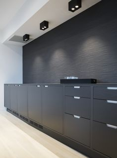 Moderne kontorlokaler, Oslo - Nyfelt og Strand Interiørarkitekter Oslo, Bespoke Kitchens, New Homes, Kitchen Cabinets, Storage, House, Furniture, Design, Home Decor
