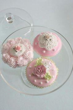 Beautiful pink cookies <3