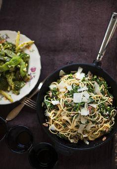 Lehtikaalipasta via Kotivinkki. Vegetarian Recipes, Healthy Recipes, Healthy Food, Salty Foods, My Cookbook, Pasta Dishes, Wine Recipes, Food Styling, Veggies