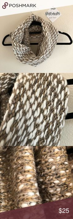 STEVE MADDEN Neutral Chunky Circle Scarf ALL OFFERS WELCOMED. ☑️From a smoke free and pet free home☑️Your order ships within 24 hours! Check out my other items for an awesome bundle deal! If additional photos needed, please specify of what and where. Measurements also available upon request. Steve Madden Accessories Scarves & Wraps
