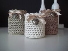 cfa6ddfe867f913faf181c87d3af5c50.jpg 960 × 720 bildepunkter Diy Crochet, Crochet Cozy, Crochet Home Decor, Crochet Decoration, Fleur Crochet, Crochet Gifts, Heart Button, Crochet Jar Covers, Support Bougie