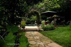 garden belonging to Ginger Schrader photo by Carol Spinski love the star walkway Outdoor Events, Outdoor Spaces, Outdoor Decor, Backyard, Patio, Rustic Gardens, Garden Paths, Lush, Succulents