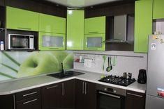 Свежий интерьер кухни Green Kitchen Designs, Kitchen Room Design, Kitchen Cabinet Design, Home Decor Kitchen, Interior Design Kitchen, Kitchen Furniture, Funky Kitchen, Hidden Kitchen, Kitchen Cabinet Remodel