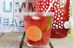Frambozen ijsthee met limoen: met onze favoriete clipper thee, maak je in een handomdraai deze heerlijke ice tea! Yum!