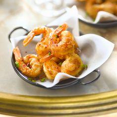 Découvrez la recette Crevettes frites sur cuisineactuelle.fr.