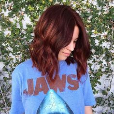 Jaws are dropping over this copper-tone cutie! @chrisgreenehair brought her from brunette to this perfect deep red, and the cut à la @stizzyho!!! #mechesalon #tagteam