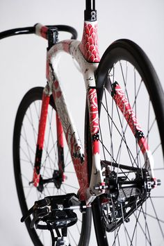 Boicut X Fixdich Corima Cougar Visit us @ http://www.wocycling.com/ for the best online cycling store.