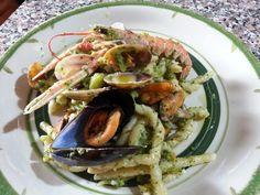 Pasta Fusilli con mariscos y verduras - Fusilli con cigalas, almejas, mejillones y brócoli - Fusilli al ferretto con broccoli, scampi, cozze e vongole - Pasta with shrimp and broccoli recipe
