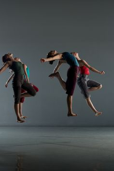 Natürliche Frauen . Joy with natural women - Batsheva Ensemble at the Edinburgh Festival