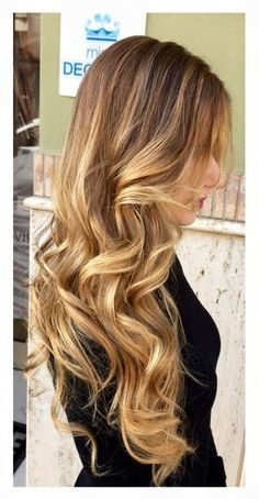 Live from CDJ! Il Degradé Joelle e' una tecnica di colorazione ma è anche una magia indescrivibile. Chi ama i capelli sani e corposi sceglie il Degradé. L'originale. Joelle. #cdj #degradejoelle #tagliopuntearia #degradé #dettaglidistile #welovecdj #clientefelice #beautifulhair #naturalshades #hair #hairstyle #hairstyles #haircolour #haircut #fashion #longhair #style #hairfashion