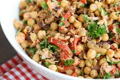 Chickpea and Tuna Salad Salsa Salad, Tuna Salad, Soup And Salad, Red Bean Salad, Beans Salad, Good Healthy Recipes, Vegetarian Recipes, Clean Eating, Healthy Eating