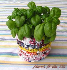 Tutorial: Recycled Plastic Bag Flowerpot - Flowerpot made from plastic bags