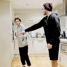 I don't know if Jules and Derek are still a thug but this gif is cute