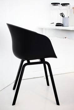 Via Elv's | Hay About a Chair | Home Office | Black and White - We love #black | #AIBIJOUXloves