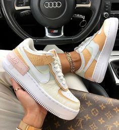 After the success of the Nike Air Force 1 Shadow Pale Ivory, Nike came with these Air Force 1 Shadow SE (spruce aura). They were released on December Jeans And Sneakers Outfit, Sneaker Outfits, Sneakers Fashion, Fashion Shoes, Nike Fashion, Fashion Women, Nike Outfits, Fashion Clothes, Fashion Fashion