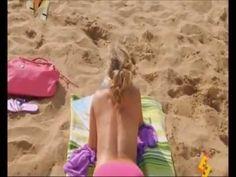 Podaj piłkę dziewczynko - SmieszneFilmy.net http://www.smiesznefilmy.net/podaj-pilke-dziewczynko #zabawa #laska #blondynka #girl #plaża #podryw #filmik #cycki