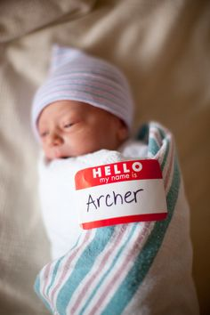 cute and easy photo idea for announcing baby and his/her name using hello my name is name tags.