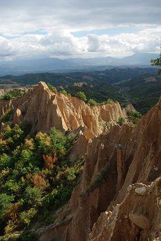 Natural sand pyramids near Melnik, Bulgaria (by Geoffrey Saint-Ellier).