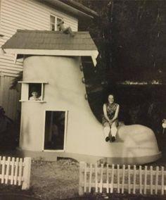 SANTALAND - I remember the 'shoe house' at Santaland at Gold Coast.