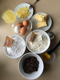 BACKEN für Anfänger und Neulinge mit außergewöhnlichen Lehrlingen ! : Eigenkreation: Ananas-Schoko-GUGELHUPF Breakfast, Food, Pineapple, Baking For Beginners, Cooking Recipes, Simple, Food Food, Morning Coffee, Meal