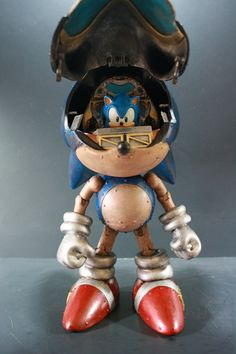 Just when I thought this couldn't get any cooler I realize it's Sonic inside a Sonic mech!