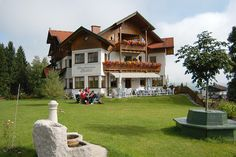 Wander- und Familienpension in Schladming-Rohrmoos Mansions, House Styles, Home Decor, Small Hotels, Pipes, Decoration Home, Manor Houses, Room Decor, Villas