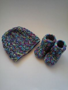 Cute zig zag stitch crochet beanie and booties set. by Liliashairbows on Etsy