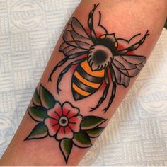 Remember : Bee kind to nature done by William Cioncolini - Traditional Tattoo Filler, Traditional Style Tattoo, Traditional Tattoo Old School, Traditional Styles, Honey Bee Tattoo, Bumble Bee Tattoo, Mom Tattoos, Body Art Tattoos, Sleeve Tattoos