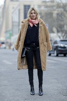 Street style at New York fashion week autumn/winter gallery - Vogue Australia Shearling Coat, Fur Coat, Camel Coat, Sheepskin Coat, Little Designs, Vogue Australia, Black Jeans, Normcore, Couture