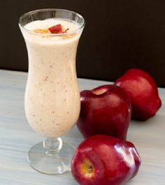I love the beautiful red specks from the apple skin that are in this smoothie. This smoothie is delicious because it has the taste of fresh apple pie. Apple Pie Smoothie, Smoothie Drinks, Healthy Smoothies, Healthy Drinks, Healthy Snacks, Healthy Eating, Tea Drinks, Beverages, Apple Smoothies