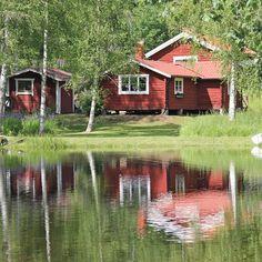 A casa vermelha é típica da Suécia. A tinta vermelha tradicional contém pigmento a partir do cobre da mina em Falun, Dalarna, Suécia.  Fotografia: Hans Nerstu no Flickr.