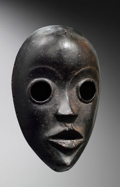 Africa Mask from the Dan people of Ivory Coast Wood May 2014 Catalogue African Masks, African Art, Totems, Liberia, Arte Alien, Art Tribal, Mask Painting, Art Premier, Art Society