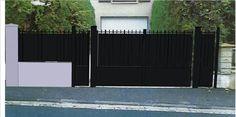 Portail plein en fer forgé et clôture assortie. Travaux de pose par l'agence Arteba.