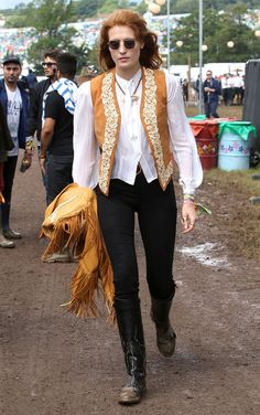Florence Welch attends the Glastonbury Festival at Worthy Farm on June 2014 in Glastonbury, England. Get premium, high resolution news photos at Getty Images Pentatonix, Style Florence Welch, Goth Hippie, Colorful Fashion, Boho Fashion, Retro Fashion, Boho Chic, Bohemian Style, Punk Dress