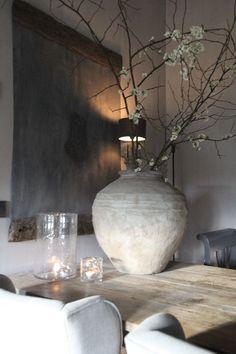Modern Home Decor and natural home decor Interior Design Inspiration, Decor Interior Design, Home Decor Inspiration, Interior Styling, Interior Decorating, Deco Table, Furniture Arrangement, Vases Decor, Interior And Exterior