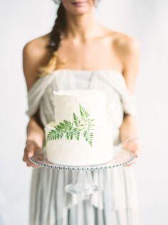Wedding cake inspiration: http://www.stylemepretty.com/little-black-book-blog/2014/11/04/neutral-elegant-bridal-inspiration/ | Photography: Kate Weinstein - http://www.kateweinsteinphoto.com/