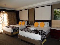 Contemporary Resort - Atrium club level room