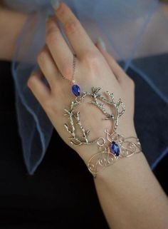 Hand Jewelry, Cute Jewelry, Body Jewelry, Jewelry Rings, Jewelery, Silver Jewelry, Jewelry Accessories, Jewelry Design, Leaf Jewelry