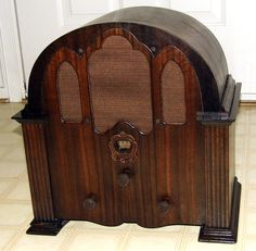 Vintage Crosley Model 124 Playboy Cathedral Radio, Broadcast Band Only, 8 Tubes, Made In USA, Circa 1931