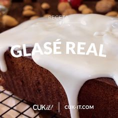 We show you how to easily make a Real Glasé, ideal to cover a Sweet Bread, Puddings, Cakes and Cookies ! Sweet Recipes, Cake Recipes, Dessert Recipes, Christmas Cake Recipe Traditional, Delicious Desserts, Yummy Food, Buzzfeed Tasty, Big Cakes, Cake Fillings