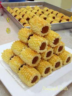 雨之家: Blueberry Rolls & Pineapple Rolls《蓝莓卷&黄梨卷》 Taiwan Pineapple Cake, New Years Cookies, Blueberry, Rolls, Vegetables, Desserts, Food, Tailgate Desserts, Berry