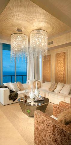 Estas lámparas son imponentes y realzan el estilo de la sala.