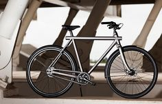 The VanMoof Electrified S is more than just a bicycle! It's smart, theft-proof and energy-efficient.
